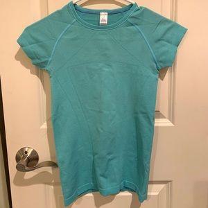 ivivva fly tech shirt!